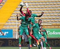 BOGOTA -COLOMBIA, 10-10-2020: Juan Mahecha de La Equidad y Sergio Roman del Caldas.La Equidad y Once Caldas  en partido por la fecha 13 de la Liga BetPlay DIMAYOR I 2020 jugado en el estadio Estadio Metropolitano de Techo de la ciudad de Bogotá. / La Equidad and Once Caldas in match for the date 13 BetPlay DIMAYOR League I 2020 played at Metropolitano de Techo stadium in Bogota city. Photo: VizzorImage/ Felipe Caicedo / Staff