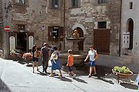 Italien, Umbrien, Brunnen Fontana dei Matti in Gubbio