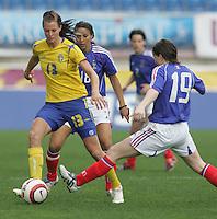 MAR 15, 2006: Faro, Portugal:  Lotta Schelin, Amelie Coquet