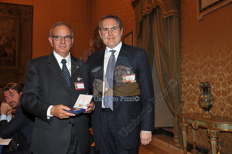 ATTILIO BEFERA CON ROBERTO ROCCHI<br /> PREMIO GUIDO CARLI - SECONDA EDIZIONE<br /> PALAZZO DI MONTECITORIO - SALA DELLA REGINA ROMA 2011