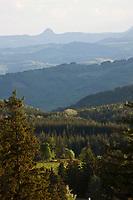 Europe/France/Rhone-Alpes/07/Ardéche/Saint-Agrève: Vue sur la montagne ardéchoise depuis la table d'orientation. en fond le Mont Gerbier de Jonc