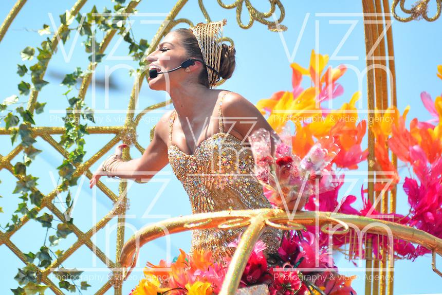 BARRANQUILLA - COLOMBIA, 22-02-2020: Isabella Chams Vega, reina del Carnaval 2020 durante el desfile Batalla de Flores del Carnaval de Barranquilla 2019, patrimonio inmaterial de la humanidad, que se lleva a cabo entre el 22 y el 25 de febrero de 2020 en la ciudad de Barranquilla. / Isabella Chams Vega, queen of carnival 2020 during the Batalla de las Flores as part of the Barranquilla Carnival 2020, intangible heritage of mankind, that be held between March 22 to 25, 2020, at Barranquilla city. Photo: VizzorImage / Alfonso Cervantes / Cont.