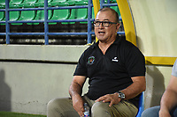 MONTERÍA- COLOMBIA, 30-03-2021:Alberto Suárez  director técnico de Jaguares de Córdoba gesticula durante partido por la fecha 16 entre Jaguares de Córdoba  y Atlético Junior como parte de la Liga BetPlay DIMAYOR 2021 jugado en el estadio  Jaraguay Municipal de Monteria  / Alberto Suarez  coach of Jaguares de Cordoba gestures during Match for the date 16 between Jaguares de Cordoba and Atletico Junior as part of the BetPlay DIMAYOR League I 2021 played at Jaraguay Municipal de Monteria city. Photo: VizzorImage / Felipe López /  Contribuidor