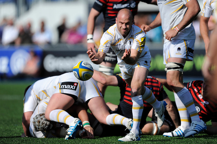Paul Hodgson of Worcester Warriors passes during the Aviva Premiership match between Saracens and Worcester Warriors at Allianz Park on Saturday 3rd May 2014 (Photo by Rob Munro)