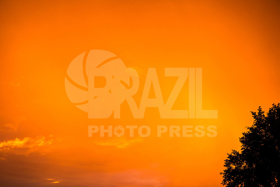 JERSEY CITY, NJ - 19.06.2017 - CLIMA-JERSEY CITY - Vista do por do sol em Jersey City New Jersey a 4 quilometros de Manhattan New York nesta segunda-feira, 19. (Foto: William Volcov/Brazil Photo Press)