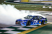 #78: Martin Truex Jr., Furniture Row Racing, Toyota Camry Auto-Owners Insurance celebrates