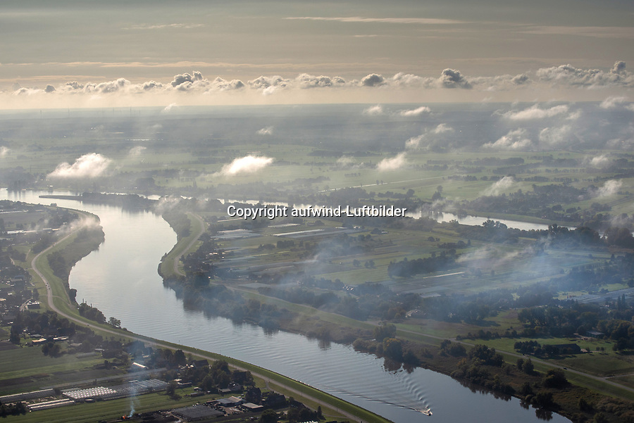 Elbe bei Hamburg, Bunthäuser Spitze: EUROPA, DEUTSCHLAND, HAMBURG, NIEDERSACHSEN (EUROPE, GERMANY), 13.10.2020: Elbe bei Hamburg, Bunthäuser Spitze
