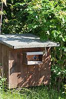 Nisthilfe für Hummel, Hummeln, oberirdische Hummel-Nisthilfe, Hummelkasten, Hummel-Kasten, Nistkasten für Hummeln, Hummel-Nistkasten, Nesting aid for Bumblebee, nesting-box for Bumble-bee