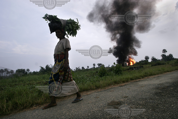Villagers in Umuchen complain the flowstation operated by Shell is causing pollution of their environment. The process of flaring, burning of gas seperated from the oil, affects both the health of villagers and nature around the facility. © Fredrik Naumann