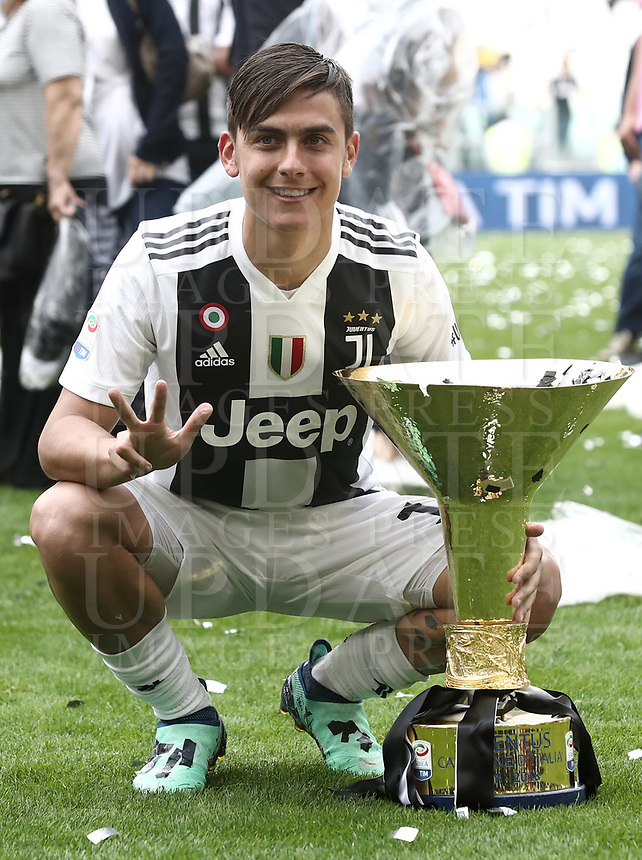 Calcio, Serie A: Juventus - Hellas Verona, Torino, Allianz Stadium, 19 maggio, 2018.<br /> Juventus' Paulo Dybala celebrates with the trophy during the victory ceremony following the Italian Serie A football match between Juventus and Hellas Verona at Torino's Allianz stadium, 19 May, 2018.<br /> Juventus won their 34th Serie A title (scudetto) and seventh in succession.<br /> UPDATE IMAGES PRESS/Isabella Bonotto
