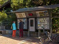 Kirchplatz in Algund bei Meran, Region Südtirol-Bozen, Italien, Europa<br /> Church Square, Lagundo near Merano, Region South Tyrol-Bolzano, Italy, Europe