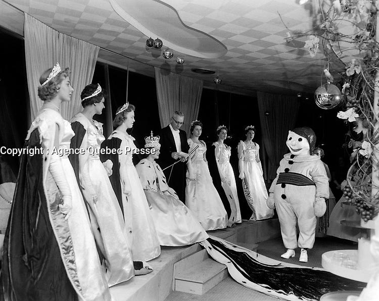 Le  Carnaval de Québec avec Brigitte Desrocher, Duché de Montmorency - Reine 1958<br /> <br /> <br /> Photographe : Photo Moderne<br /> - Agence Quebec Presse