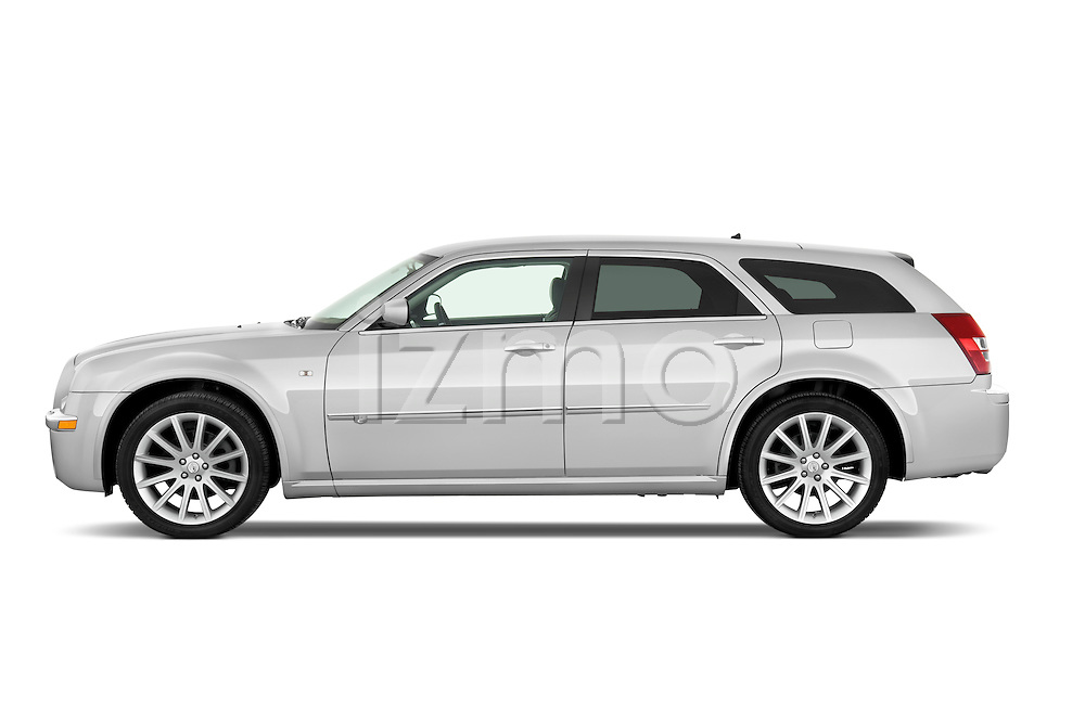 Driver side profile view of a 2009 Chrysler 300 CRD.