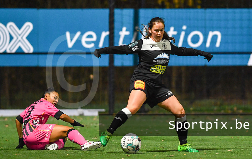 Jessica Silva Valdebenito (18 Charleroi) pictured in a duel with Aalst's Valentine Hannecart during a female soccer game between Sporting Charleroi and Eendracht Aalst on the 8th  matchday of the 2020 - 2021 season of Belgian Scooore Womens Super League , friday 20 th of November 2020  in Marcinelle , Belgium . PHOTO SPORTPIX.BE | SPP | DAVID CATRY