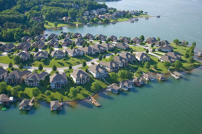 Houses on Tellico Lake