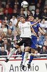 Valencia's Pablo Hernandez against Getafe's Lucas Licht during La Liga match, April 05, 2009. (ALTERPHOTOS/Alberto Saiz).
