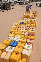 MAURETANIA, Nouakchott, slum, poor water supply / MAURETANIEN, Nuakschott, Slum Gazara, mangelnde Wasserversorgung