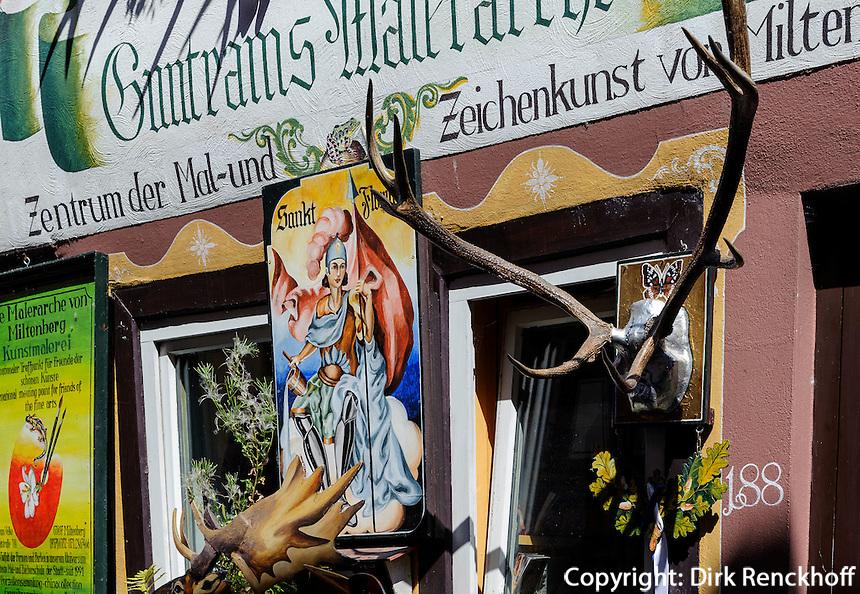 Geschäft auf Hauptstraße von Miltenberg in Unterfranken, Bayern, Deutschland