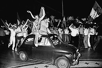 - festeggiamenti per una vittoria della squadra nazionale di calcio italiana durante il campionato del mondo del 1978....- celebrations for a victory of Italian soccer national  team during world championship of 1978