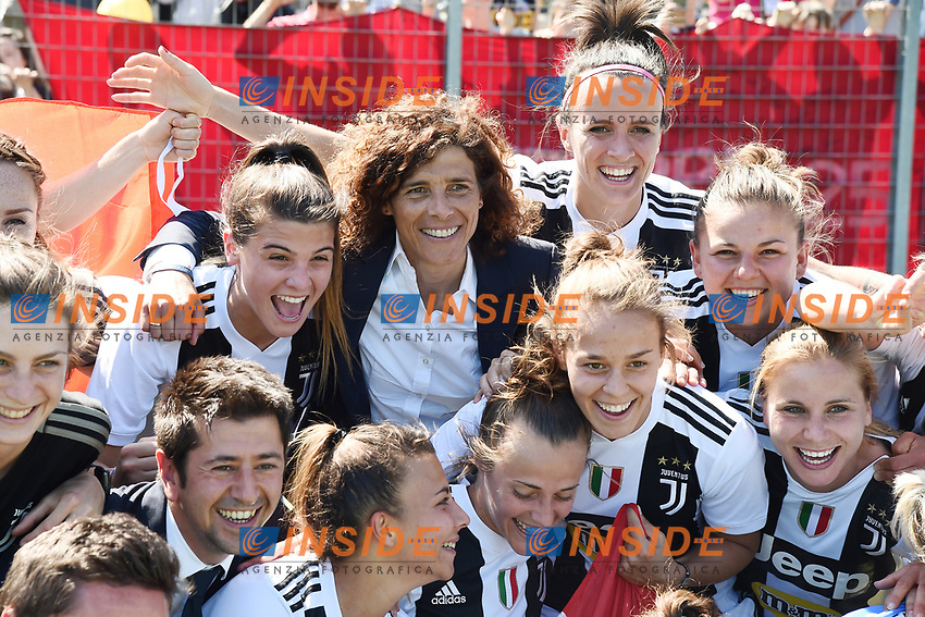 Juventus players .  Celebration at the end of the match . Rita Guarino <br /> Verona 20-4-2019 Stadio AGSM Olivieri <br /> Football Women Serie A Hellas Verona - Juventus <br /> Juventus win italian championship <br /> Photo Daniele Buffa / Image Sport / Insidefoto