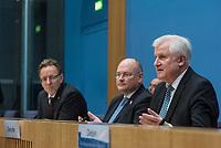 Erklaerung am Dienstag den 8. Januar 2019 in Berlin von Bundesinnenminister Horst Seehofer (rechts) zusammen mit Holger Muench (links), Praesident des Bundeskriminalamtes (BKA) und Arne Schoenbohm (mitte), Praesident des Bundesamtes fuer Sicherheit in der Informationstechnik (BSI) zu den aktuellen bekannt gewordenen Datendiebstaehlen bei Politikern, Journalisten und Persoenen des oeffentlichen Interesses.<br /> 8.1.2019, Berlin<br /> Copyright: Christian-Ditsch.de<br /> [Inhaltsveraendernde Manipulation des Fotos nur nach ausdruecklicher Genehmigung des Fotografen. Vereinbarungen ueber Abtretung von Persoenlichkeitsrechten/Model Release der abgebildeten Person/Personen liegen nicht vor. NO MODEL RELEASE! Nur fuer Redaktionelle Zwecke. Don't publish without copyright Christian-Ditsch.de, Veroeffentlichung nur mit Fotografennennung, sowie gegen Honorar, MwSt. und Beleg. Konto: I N G - D i B a, IBAN DE58500105175400192269, BIC INGDDEFFXXX, Kontakt: post@christian-ditsch.de<br /> Bei der Bearbeitung der Dateiinformationen darf die Urheberkennzeichnung in den EXIF- und  IPTC-Daten nicht entfernt werden, diese sind in digitalen Medien nach §95c UrhG rechtlich geschuetzt. Der Urhebervermerk wird gemaess §13 UrhG verlangt.]