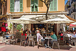 Fuerstentum Monaco, an der Côte d'Azur, Stadtteil La Condamine: Cafeszene in der Altstadt | Principality of Monaco, on the French Riviera (Côte d'Azur), district La Condamine: cafe scene at old town