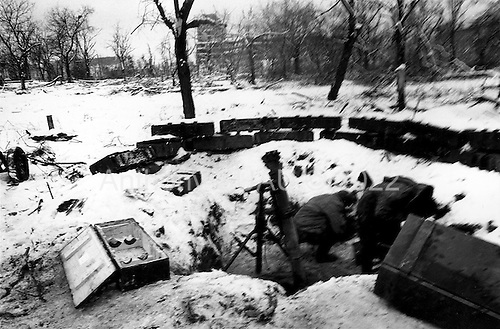 Grozny, Chechyna.January 1995.A Russian mortar unit on the front line. The buildings in the background are occupied by the Chechens.