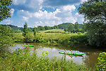 Deutschland, Bayern, Oberbayern, Naturpark Altmuehltal, bei Altendorf: Kanufahrt auf der Altmuehl | Germany, Upper Bavaria, Nature Park Altmuehl Valley, near Altendorf: canoeing on river Altmuehl