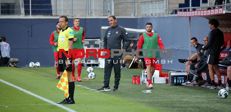 Frank Schmidt (Trainer 1. FC Heidenheim)<br /> <br /> Deutschland, Heidenheim, 06.07.2020, Fussball, Bundesliga, Saison 2019/2020, Relegation, 1. FC Heidenheim - SV Werder Bremen :nphgm001: 06.07.2020<br /> <br /> DFL/DFB REGULATIONS PROHIBIT ANY USE OF PHOTOGRAPHS AS IMAGE AND/OR QUASI-VIDEO<br /> <br /> Foto: Pressefoto Rudel/Robin Rudel/Pool/gumzmedia/nordphoto