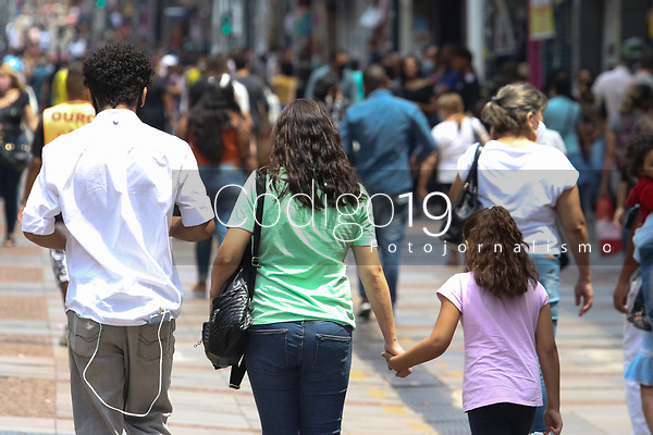 Campinas (SP), 05/10/2021 - Comércio-SP - Movimentação no calçadão da 13 de Maio em Campinas, interior de São Paulo, nesta terça-feira (05) principal local do comércio na cidade. Comerciantes já preparam as lojas para as vendas do Dia das Crianças que segundo a CNC (Confederação Nacional do Comércio de Bens, Serviços e Turismo) deve movimentar R$ 7,43 bilhões no varejo.