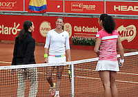 BOGOTA - COLOMBIA - 13-04-2016: Marina Duque de Colombia y Amra Sadikovic de Suiza, durante partido por el Claro Colsanitas WTA, que se realiza en el Club El Rancho de Bogota. / Marina Duque of Colombia and Amra Sadikovic of Switzerland, during a match for the WTA Claro Colsanitas, which takes place at Club El Rancho de Bogota. Photo: VizzorImage / Luis Ramirez / Staff