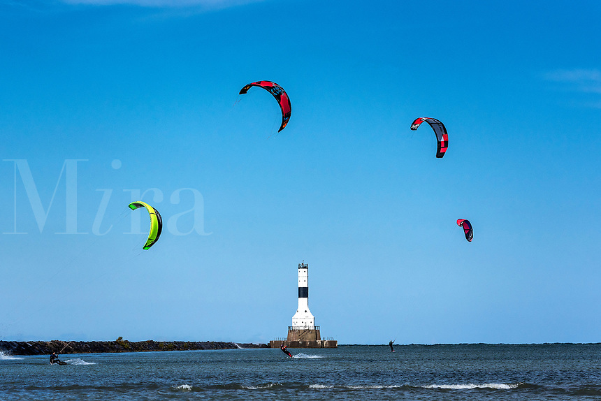 Kitesurfing, Conneaut West Breakwater Lighthouse, Lake Erie, Conneaut, Ohio, USA.