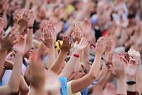 Leichtathletik, Deutsche Meisterschaft vom 25. bis 27.07.2014 im Donaustadion Ulm und auf dem Münsterplatz. Im Bild: Begeistertes Leichtathletik-Publikum.