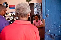 L'Avana, clienti in un negozio