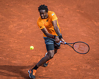 Paris, France, 5 June, 2017, Tennis, French Open, Roland Garros,  Gael Monfils (FRA)  in his match against Stan Wawrinka.<br /> Photo: Henk Koster/tennisimages.com