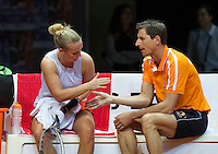 Arena Loire,  Trélazé,  France, 16 April, 2016, Semifinal FedCup, France-Netherlands, Second match: Kristina Mldanovic vs Richel Hogenkamp (NED), Pixtured : Richel Hogenkamp on the bench with captain Paul Haarhuis<br />