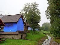 Alte Getreidespeicher in Hervartov bei Bardejov, Presovsky kraj, Slowakei, Europa<br /> Old Granaries in Hervartov near Bardejov, Presovsky kraj, Slovakia, Europe