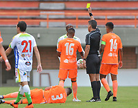 ENVIGADO- COLOMBIA, 14-04-2019.Acción de juego entre los equipos Envigado y Atlético Huila durante partido por la fecha 15 de la Liga Águila I 2019 jugado en el estadio Polideportivo Sur de la ciudad de Medellín. /Action game between teams Envigado and  Atletico Huila during the match for the date 15 of the Liga Aguila I 2019 played at Polideportivo Sur stadium in Medellin  city. Photo: VizzorImage / Leon Monsalve/ Contribuidor