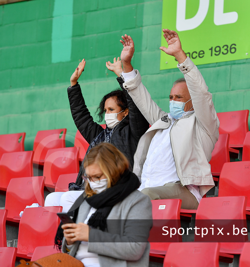 Essevee's fans and supporters pictured during a female soccer game between Zulte Waregem and the KAA Gent Ladies on the fourth matchday of the 2020 - 2021 season of Belgian Scooore Womens Super League , saturday 10 October 2020  in Waregem , Belgium . PHOTO SPORTPIX.BE   SPP   DAVID CATRY