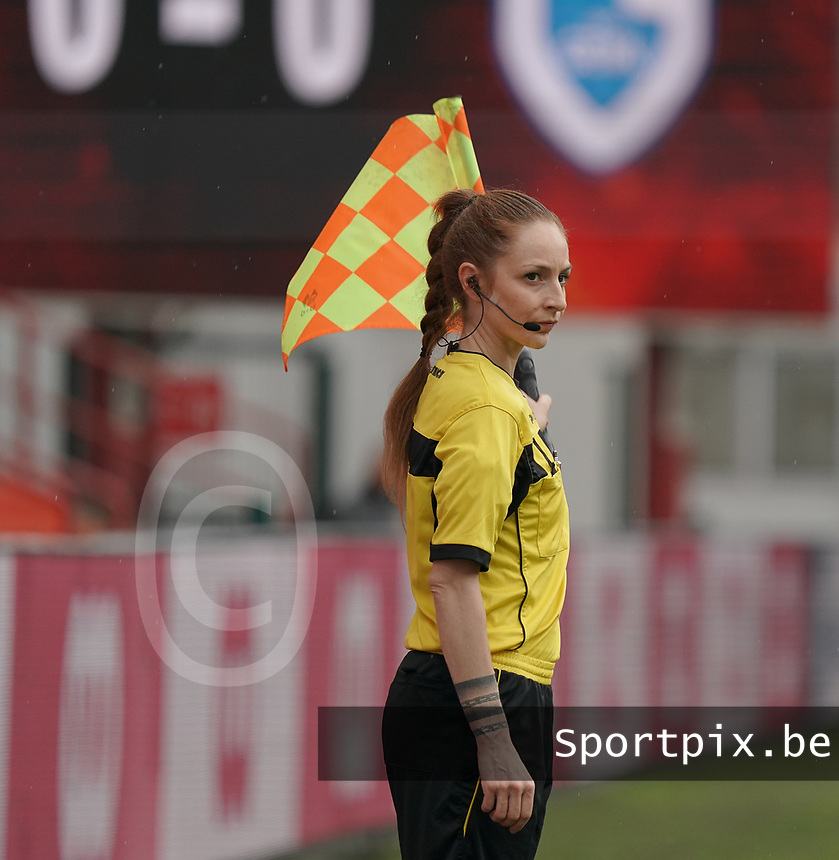 Assistant referee Melissa Lejear pictured during a female soccer game between Standard Femina de Liege and KRC Genk Ladies  on the third matchday of the 2020 - 2021 season of Belgian Womens Super League , Saturday 3 rd of October 2020  in Liege , Belgium . PHOTO SPORTPIX.BE | SPP | SEVIL OKTEM