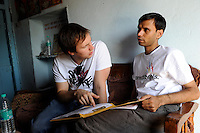 "Südasien Asien Indien IND Khargone , Martin Hoefeler vom social fashion label armed angels und Mitarbeiter der Bauernkooperative Shiv Krishi im armed angel T-Shirt im Buero -  Textilwirtschaft xagndaz | .South Asia India Khargone , member of organic  cotton cooperative Shiv Krishi and young entrepeneur from social and fair trade fashion label armed angels in cotton field -  fair trade dialogue .| [ copyright (c) Joerg Boethling / agenda , Veroeffentlichung nur gegen Honorar und Belegexemplar an / publication only with royalties and copy to:  agenda PG   Rothestr. 66   Germany D-22765 Hamburg   ph. ++49 40 391 907 14   e-mail: boethling@agenda-fototext.de   www.agenda-fototext.de   Bank: Hamburger Sparkasse  BLZ 200 505 50  Kto. 1281 120 178   IBAN: DE96 2005 0550 1281 1201 78   BIC: ""HASPDEHH"" ,  WEITERE MOTIVE ZU DIESEM THEMA SIND VORHANDEN!! MORE PICTURES ON THIS SUBJECT AVAILABLE!! INDIA PHOTO ARCHIVE: http://www.visualindia.net ] [#0,26,121#]"