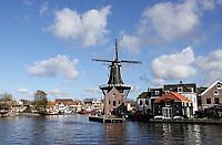 Nederland Haarlem - 2020. De Adriaan is een achtkantige stellingmolen aan het Spaarne. De molen is tegenwoordig een museum. . Foto : ANP/ HH / Berlinda van Dam