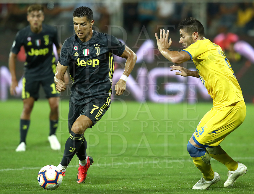 Calcio, Serie A: Frosinone-Juventus, Benito Stirpe stadium, Frosinone, September 23, 2018. <br /> Juventus' Cristiano Ronaldo (l) in action with Frosinone's Marco Capuano (r) during the Italian Serie A football match between Frosinone and Juventus at Frosinone stadium on September 23, 2018.<br /> UPDATE IMAGES PRESS/Isabella Bonotto