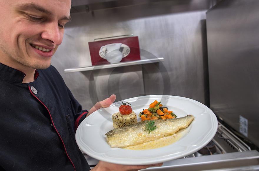 22/08/16 - AIX LES BAINS - SAVOIE - FRANCE - Preparation de filets de Lavaret au restaurant Le Saint Simond - Photo Jerome CHABANNE