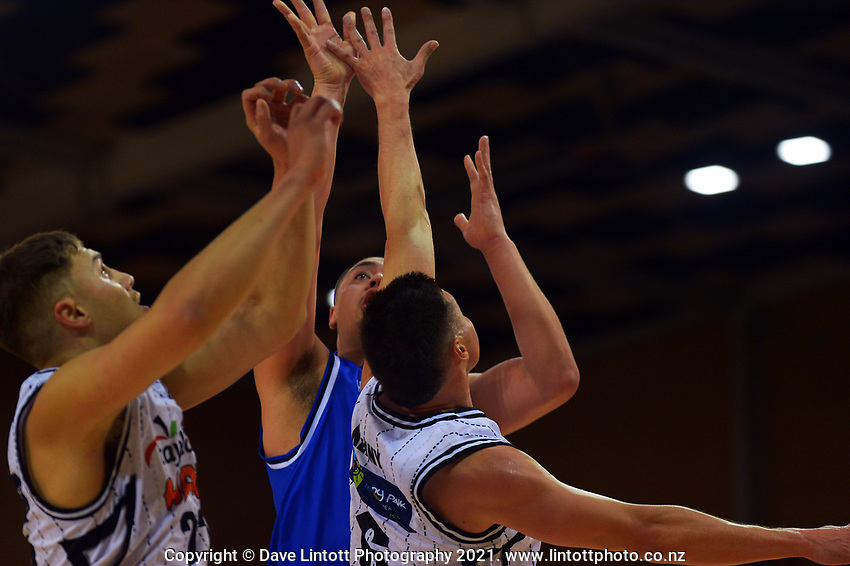 Taane Samuel in action during the National Basketball League Final Four final between Wellington Saints and Hawkes Bay Hawks at Te Rauparaha Arena in Porirua, New Zealand on Friday, 23 July 2021. Photo: Dave Lintott / lintottphoto.co.nz