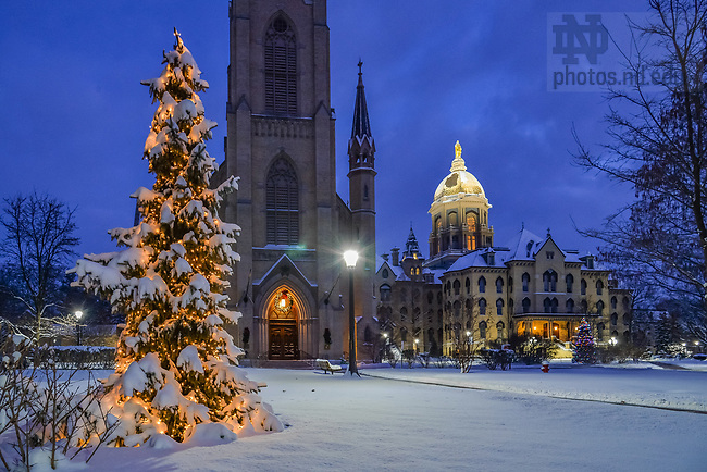 December 25, 2017; Main Quad on Christmas morning. (Photo by Matt Cashore/University of Notre Dame)