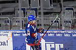 Mannheims Brendan Shinnimin (Nr.24)  beim Spiel des MAGENTA SPORT CUP 2020, Adler Mannheim (blau) - EHC Red Bull Muenchen (weiss).<br /> <br /> Foto © PIX-Sportfotos *** Foto ist honorarpflichtig! *** Auf Anfrage in hoeherer Qualitaet/Aufloesung. Belegexemplar erbeten. Veroeffentlichung ausschliesslich fuer journalistisch-publizistische Zwecke. For editorial use only.