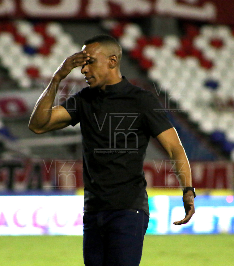 BARRANQUILLA-COLOMBIA, 07-10-2020: Luis Amaranto Perea, tecnico de Atletico Junior, gesticula durante partido entre Atletico Junior y Deportivo Pasto, de la fecha 12 por la Liga BetPlay DIMAYOR 2020-I jugado en el estadio Romelio Martinez de la ciudad de Barranquilla. / Luis Amaranto Perea, coach of Atletico Junior gestures during a match between Atletico Junior and Deportivo Pasto of the 12th date for the BetPlay DIMAYOR Leguaje 2020-I played at the Romelio Martinez Stadium in Barranquilla city. / Photo: VizzorImage / Jairo Cassiani / Cont.