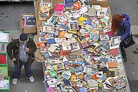 - Milan, street market, used books stall <br /> <br /> - Milano, mercato rionale, bancarella di libri usati