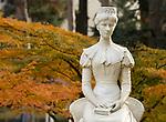 Italien, Suedtirol, Meran: Kaiserin-Elisabeth-Park, Marmorstatue der Kaiserin Elisabeth (Sissi) (1837-1898) vom Wiener Kuenstler Hermann Klotz | Italy, South Tyrol, Alto Adige, Meran: statue of Emperor Elizabeth (Sissi) (1837-1898) made by Vienna artist Hermann Klotz
